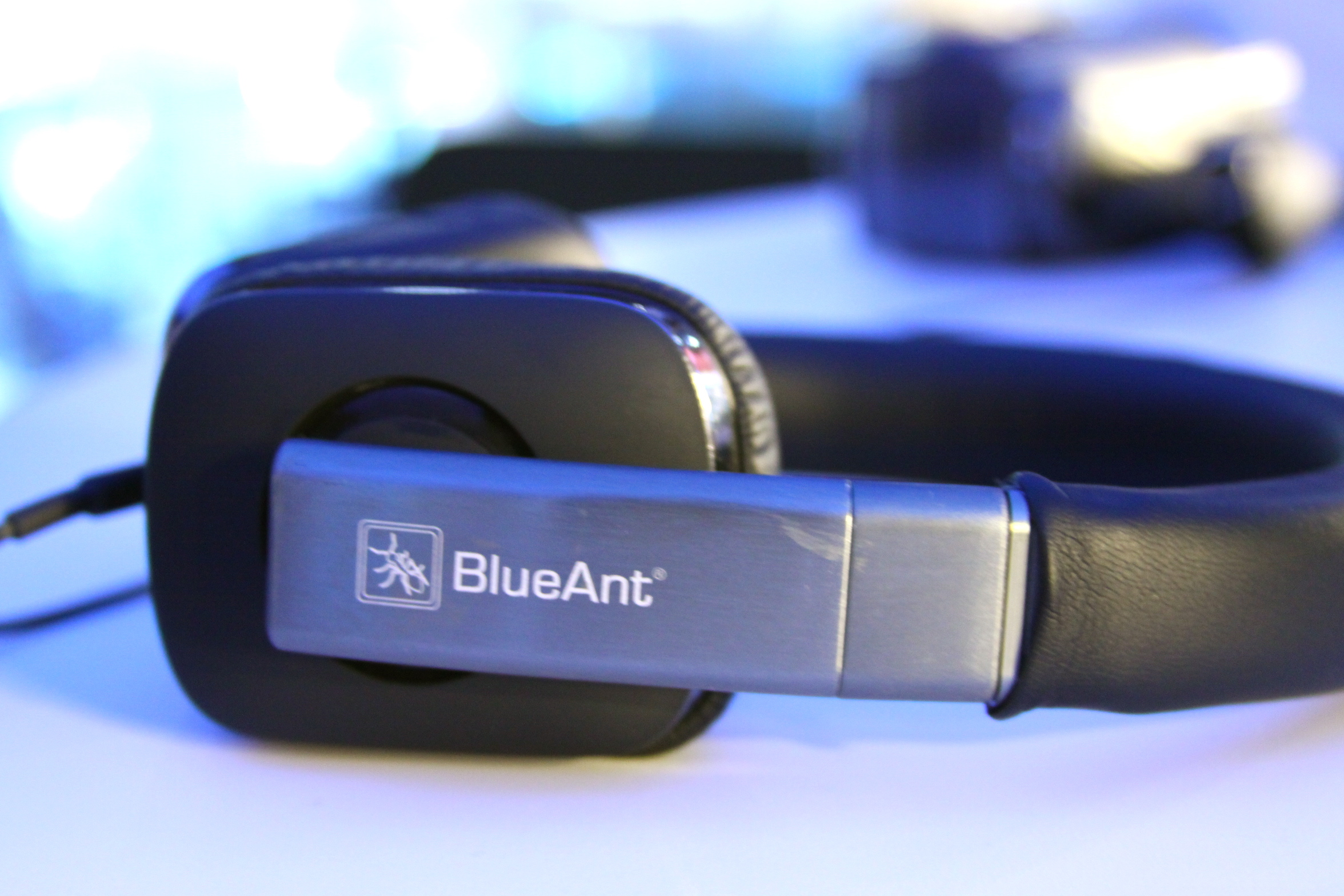 BlueAnt-stereo-headphones-headset
