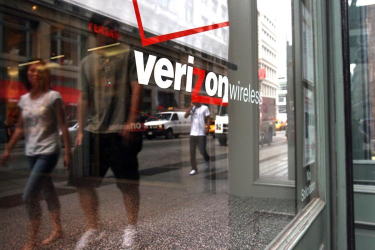 Verizon has strong fourth quarter before iPhone lands